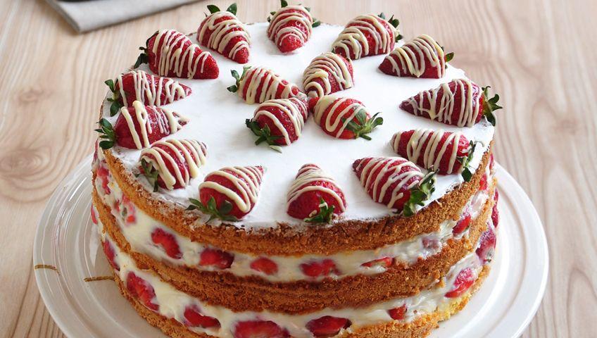 Çilekli Dutlu Sünger Pasta - Tatlılar - Anne Bebek Dergisi
