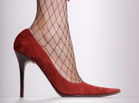 Dar ve Yüksek Topuklu Ayakkabılar Sinir Sıkışmasına Neden Oluyor